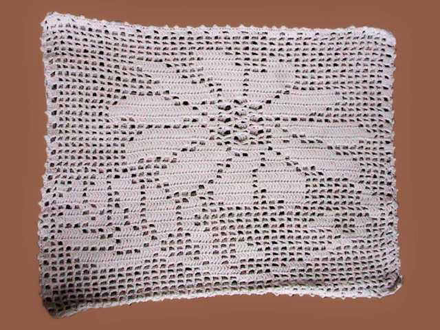 Продам наволочки для подушек,связанные из ниток