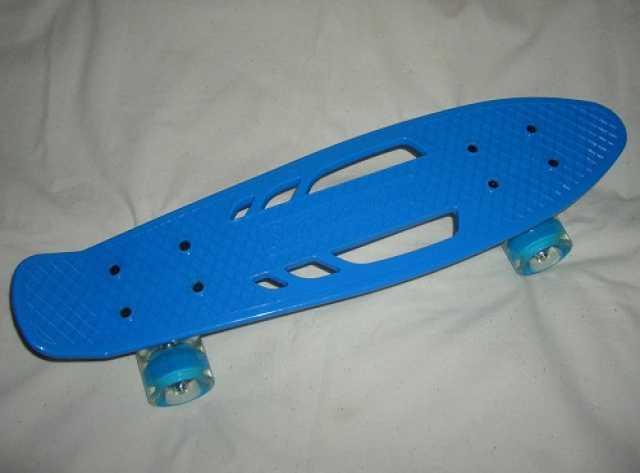 Продам Скейтборд 56 см со светящимися колесами