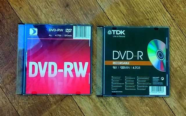 Продам 2 оптических компакт-диска DVD-RW &DVD-R