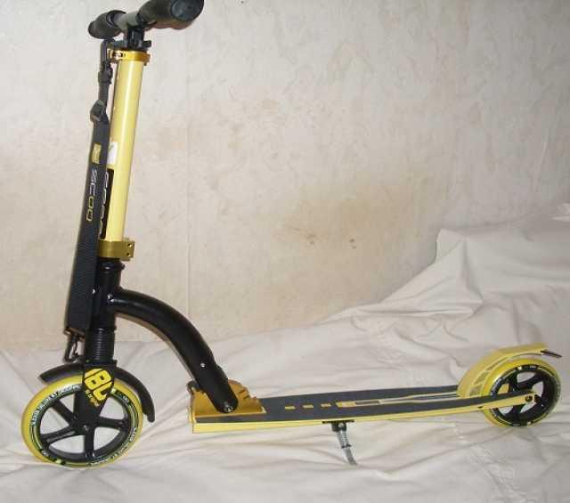 Продам: Самокат Deluxe с передним амортизатором