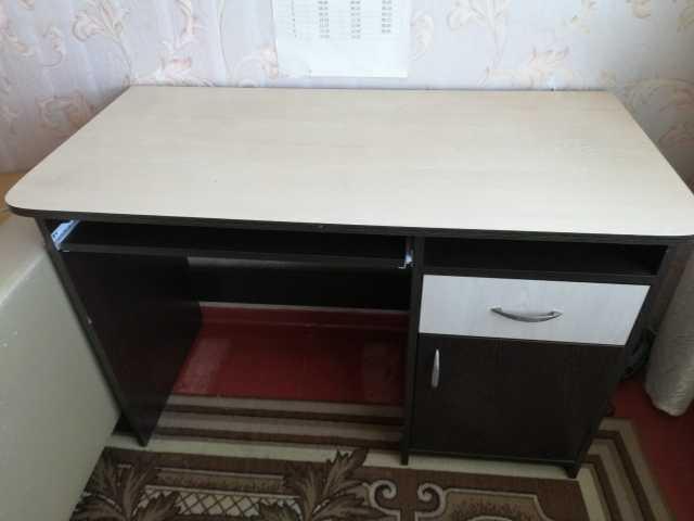 Продам Продаю стол компьютерный