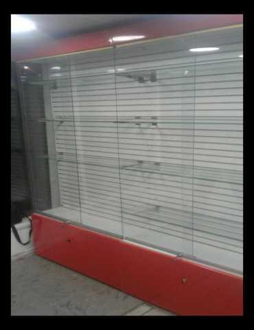 Продам обмен витрины с эконом панелью застеклен