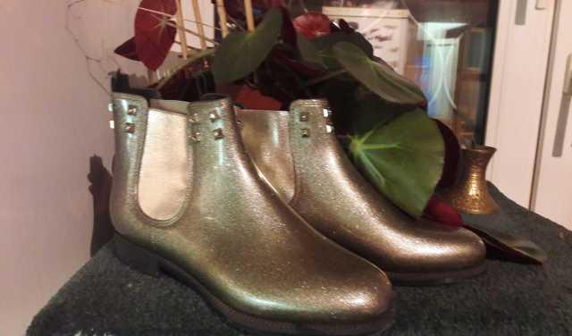 Продам: резиновые полусапожки Menghi Shoes & Co
