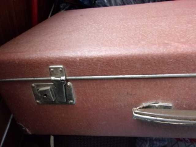 Продам чемодан40-60х