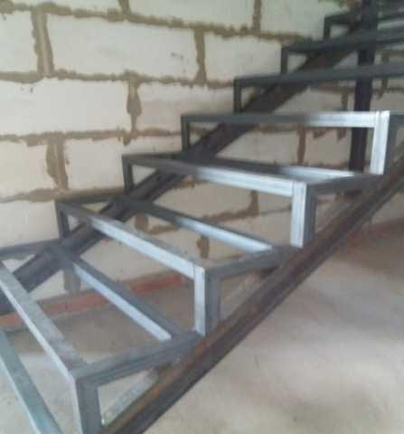 Продам Изготовление лестниц