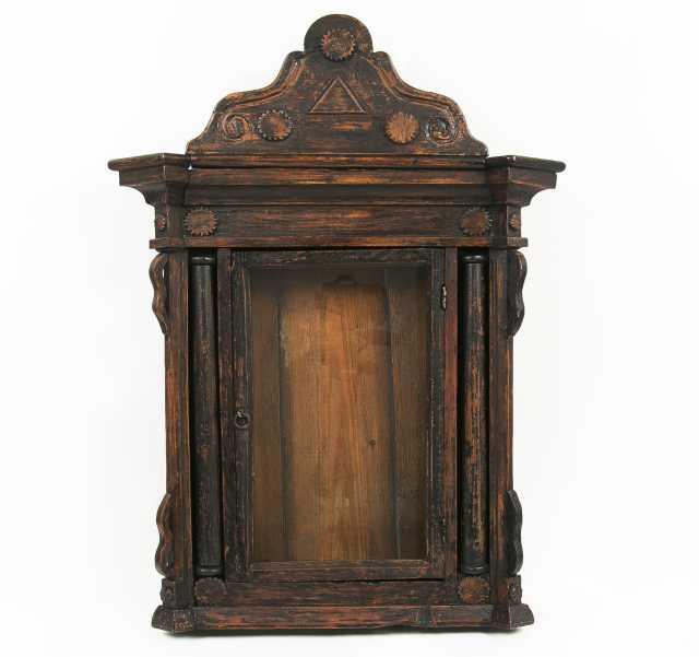 Продам Старинный резной киот. Россия, XIX век