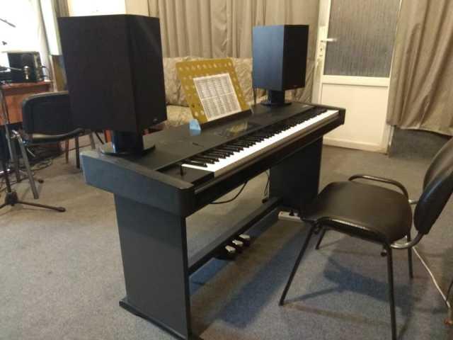 Продам Музыкальную рабочую станцию KORG T1
