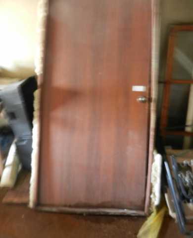 Продам Дверь входная деревянная (с обналичкой)