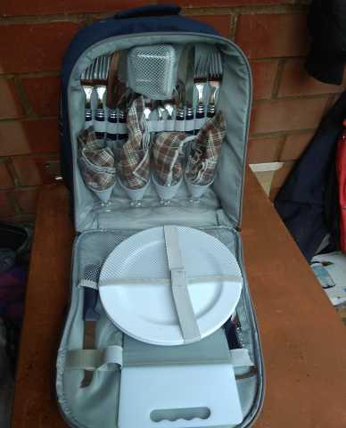Продам Посуда для пикника в рюкзаке. Комплект