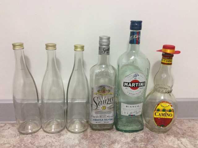 Продам Стеклянные бутылки с закручивающимися кр