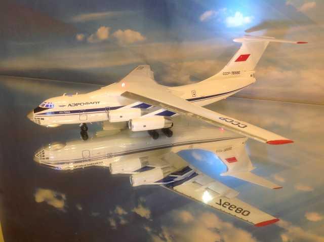 Продам Модель самолета Ил-76.1/144.Освещение