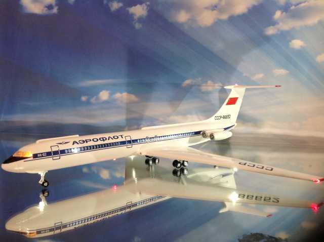 Продам Модель самолета Ил-62.1/100.Пластикарт