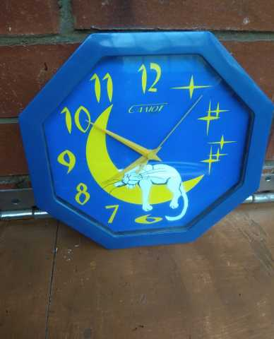 Продам Часы Настенные кварцевые СССР