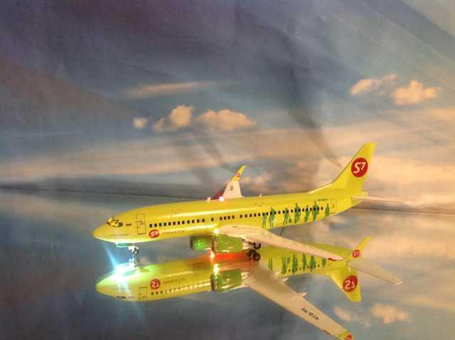 Продам Модель самолета Boeing 737-800.1/144