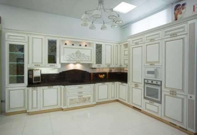 Продам Кухонный гарнитур Монтичели крашенные фасады с патиной золото