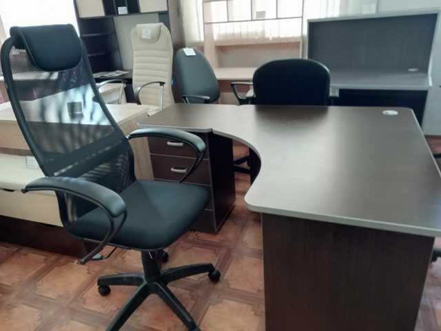 Продам Стол угловой+Кресло (новое)