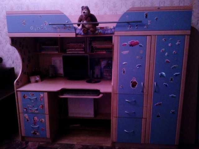 Продам Кровать чердак со столом и шкафом