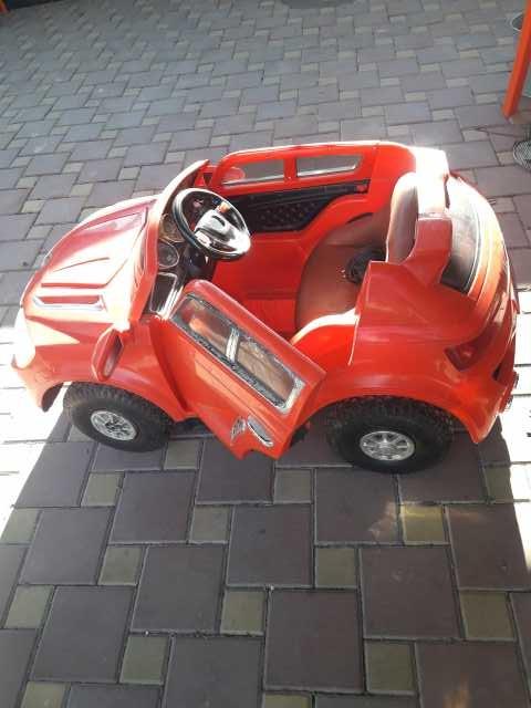 Продам машина детская электрическая б/у