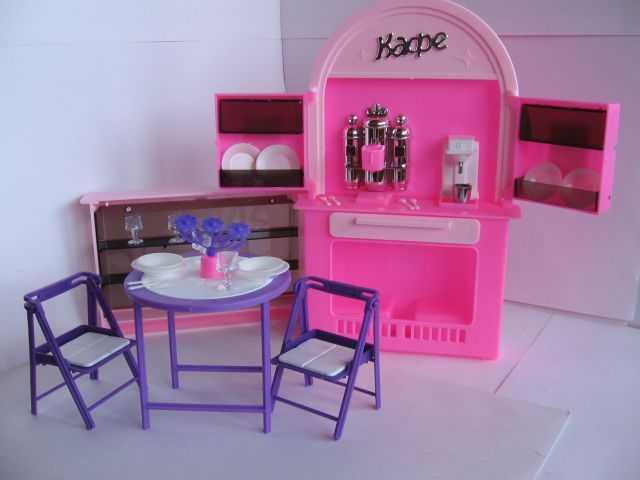 Продам Дом для Барби с мебелью