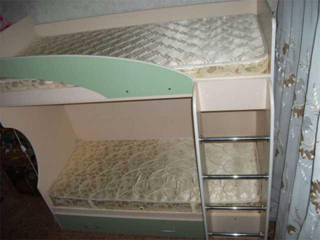 Продам: 2 -ярусная кровать с матрасами