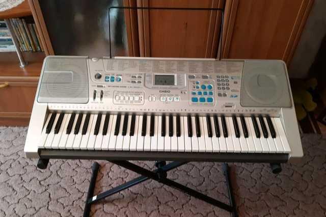 Продам Синтезатор CASIO LK-300 TV