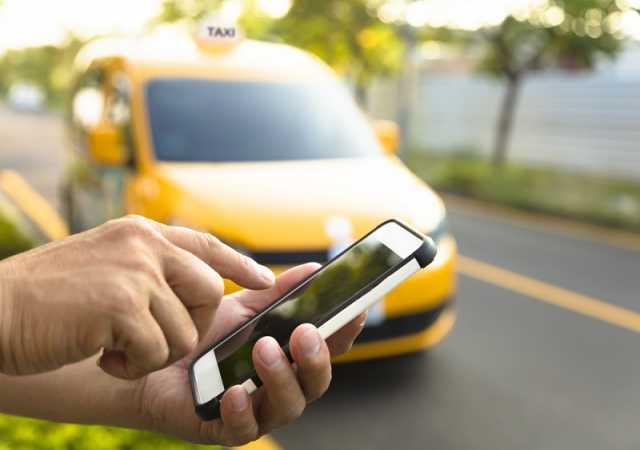 Вакансия: водитель в службу заказа такси