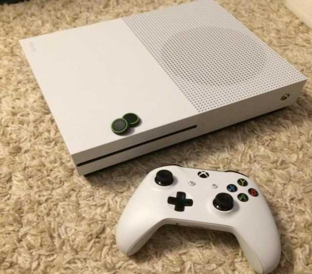 Продам: Приставка Xbox one x