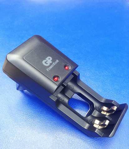 Продам: Зарядное устройство GP PowerBank S330