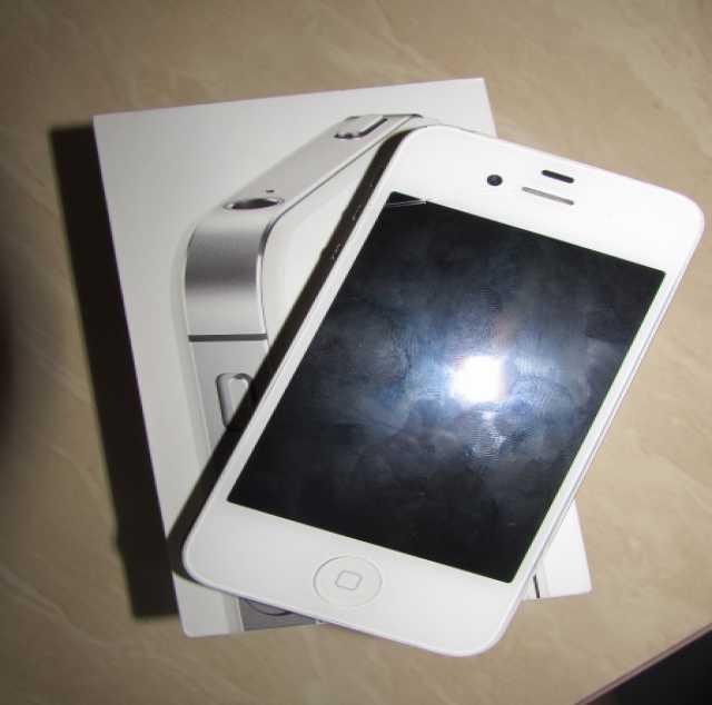 Отдам даром Iphone 4S