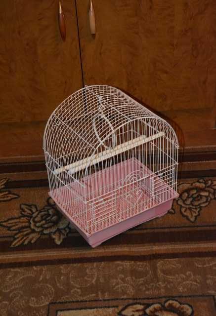 Продам Клетка для птиц. Размеры 37,5х29,5х22