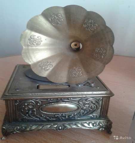 Продам Музыкальная шкатулка грамофон.Латунь/Бро