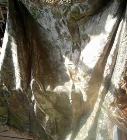 Продам Старинная скатерть жжакард шелк 120х120
