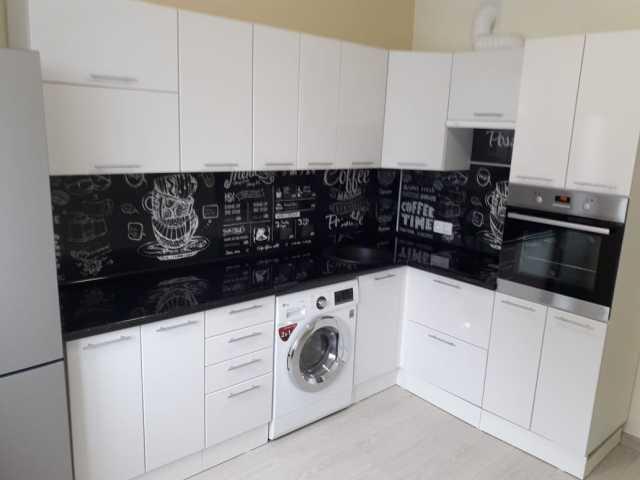 Продам кухню белый глянец в Хабаровске