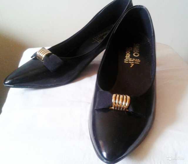 Продам: Туфли черные лакированные р.38