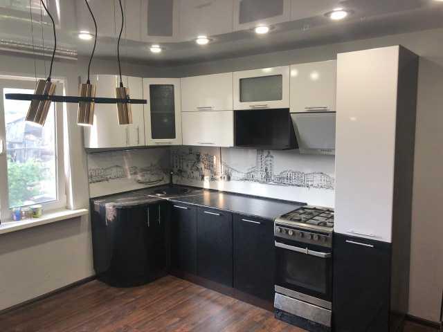 Продам кухню модульную белый/черный глянец