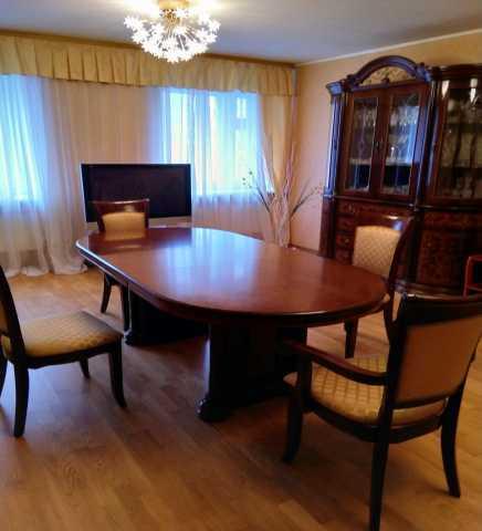 Продам Комплект мебели .Стол.6 стульев.горка