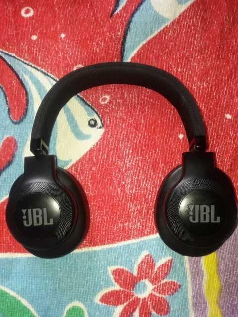Продам Беспроводные наушники JBL e55bt