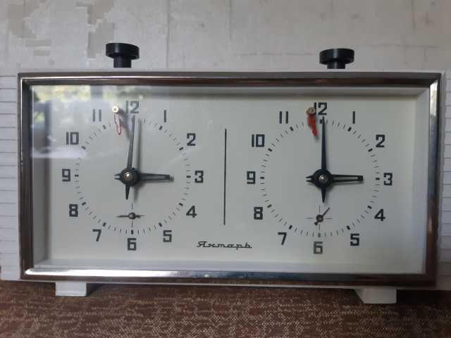 Продам Шахматные механические часы