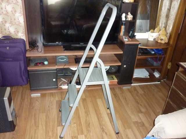 Продам новая Складная лестница из трех ступенек