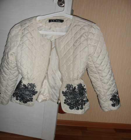 Продам куртка белая стеганая