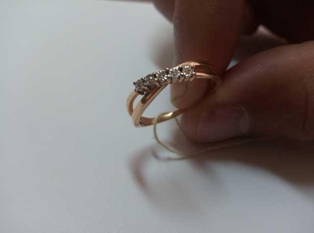 Продам Новое кольцо Белое золото 585 пробы, 5 б