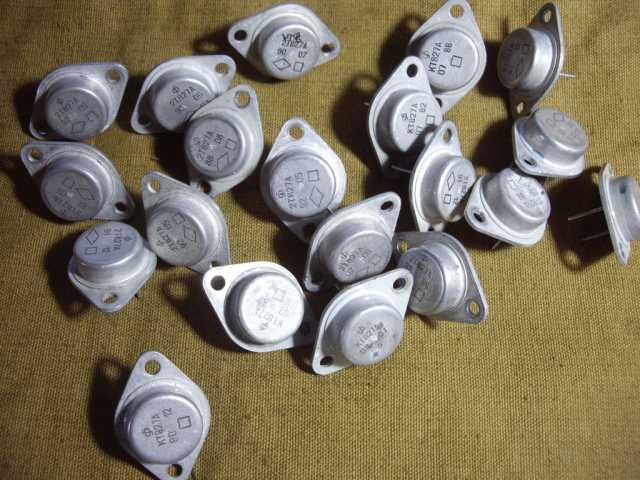 Продам: Транзистор КТ827А