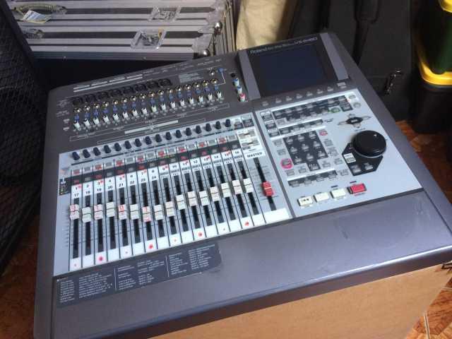 Продам Цифровую студию звукозаписи Roland VS-24