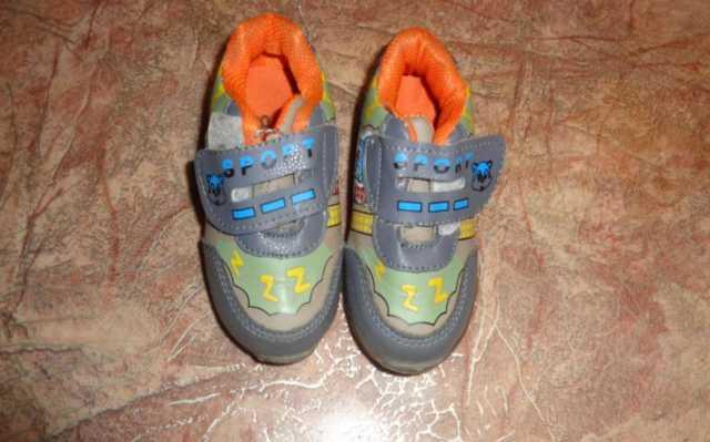 Продам: детские кроссовочки