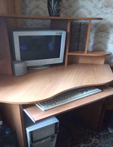 Продам стол компютерный