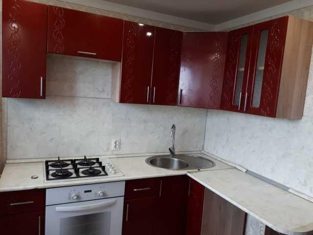 Продам: Угловая кухня с варочной панелью