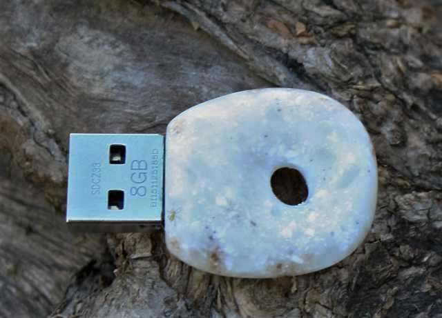 Продам USB-флеш ( Flash ) карты в камне