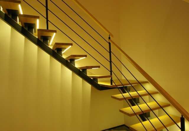 Продам: Лестница на металлическом каркасе