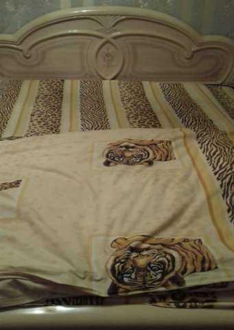 Продам Кровать бежевая с матрасом