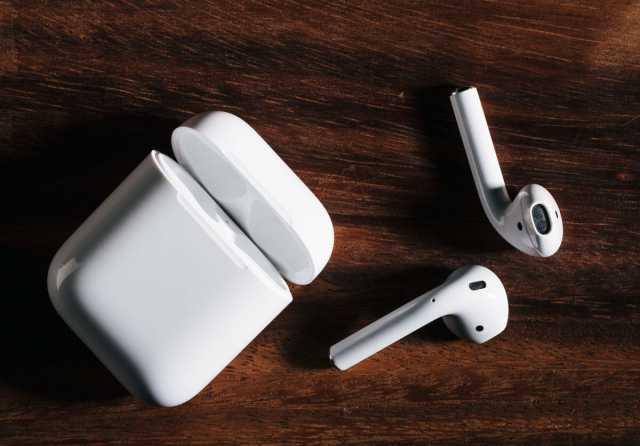Продам беспроводные наушники Apple AirPods